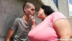 BBW mature blows cock after pussy wanking session