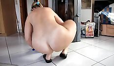 CD With Nice Body Butt Plying on Nude Internet