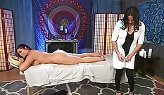 Brunette Shemale Mou Burnes Sucking Dick On Bed