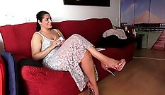 Babe play with vibrator on real sex site