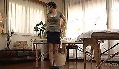 Big-ass japanese milf massages cock