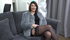 Athletic MILF gets her FIRST EVER Amateur