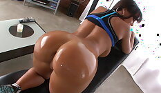Bbw Jewels amazing tits and ass show